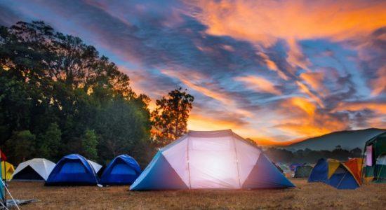 pod namiotem